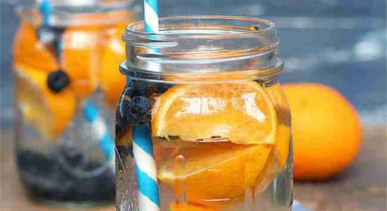 Очень свежий микс. Казалось бы, что апельсин должен потеряться среди черники и ментола, но тем ни менее это не так. Старбаз блю мист можно заменить на serbetli baya blue.