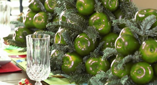 how-to-decorate-christmas-table-centerpiece-ideas-red-apples-evergreen-branches